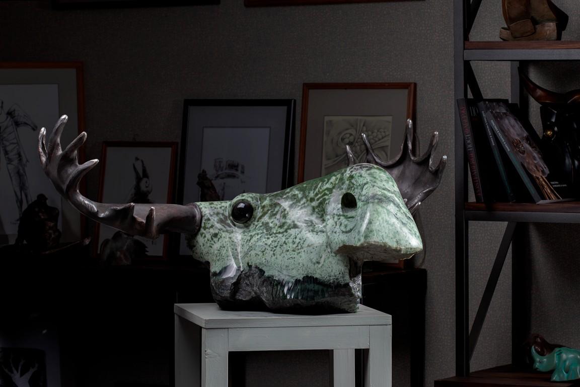 Лось монументальная скульптура из нефрита