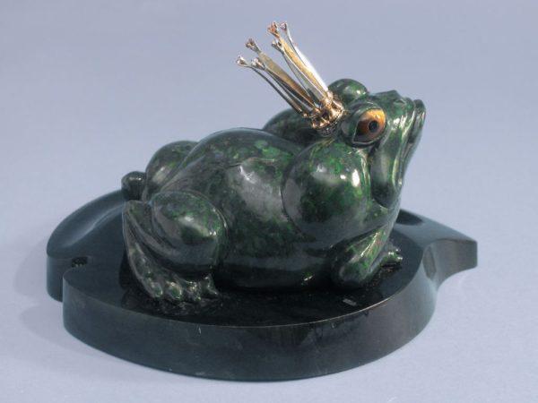 Царевна-лягушка из нефрита