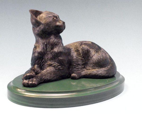 Кошка из обсидиана