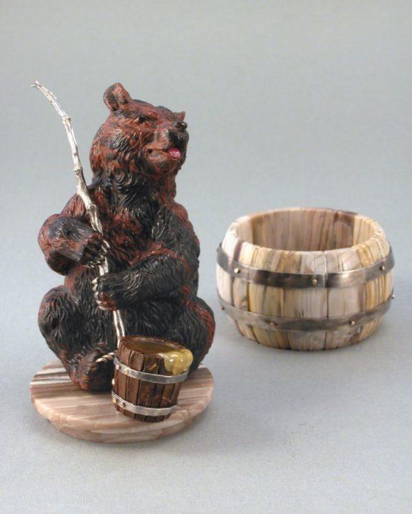 Медведь пасечник