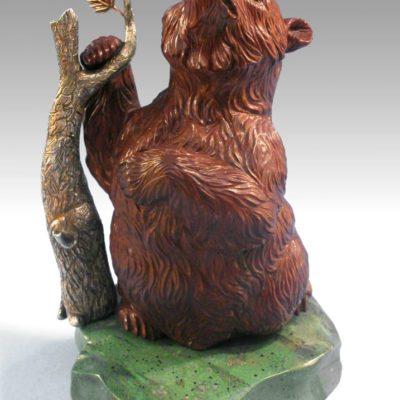 Медведь с корягой 129