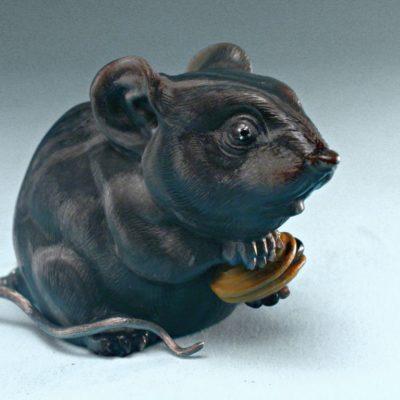 Мышь из обсидиана
