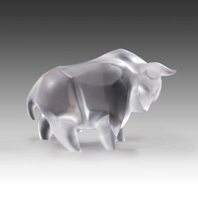 бык из кварца в стиле кубизм с острыми гранями
