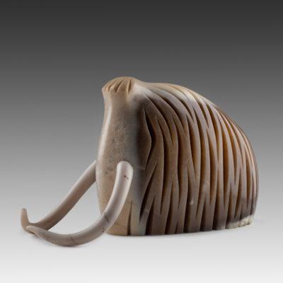 Сугроб стилзованный образ мамонта из нефрита