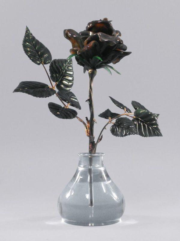 Роза черная