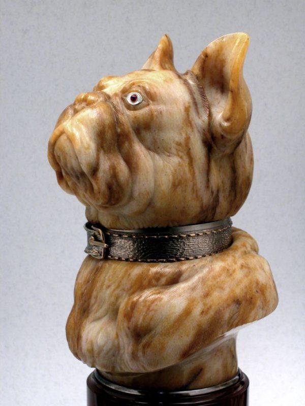 Бульдог-шкатулка из яшмы