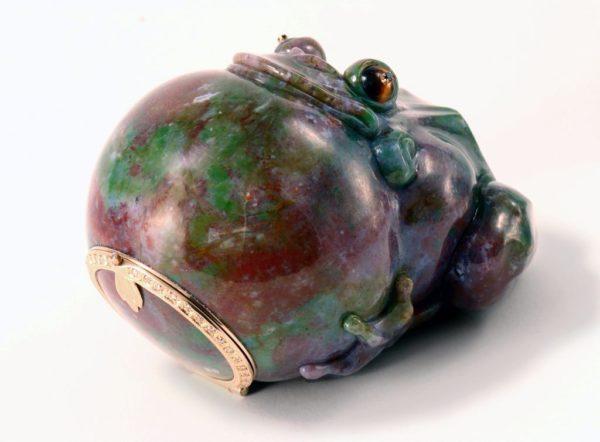 Лягушка-шкатулка из халцедона
