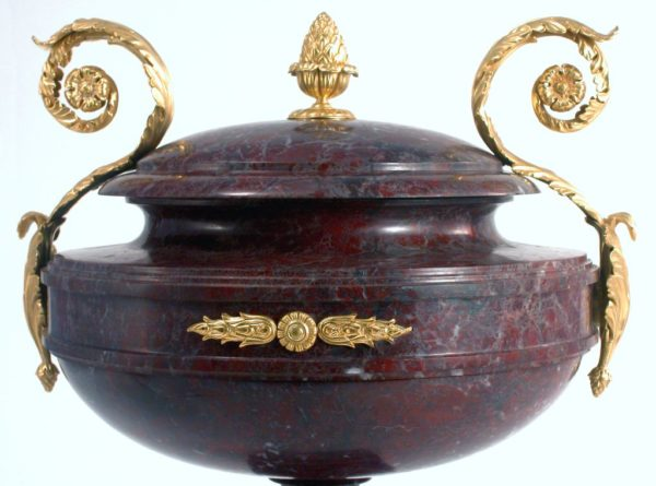 Интерьерная ваза из яшмы