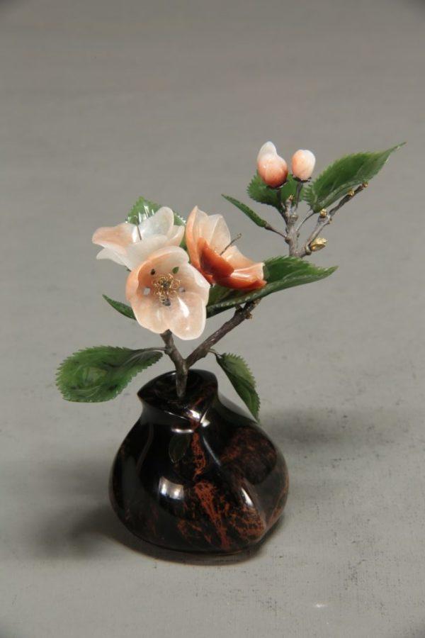 Яблоня из белореченского кварцита