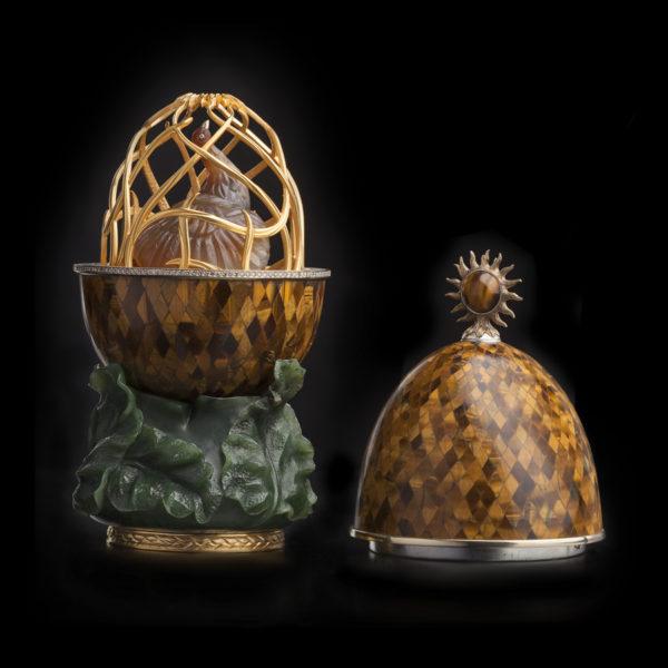 Яйцо-шкатулка с павлином