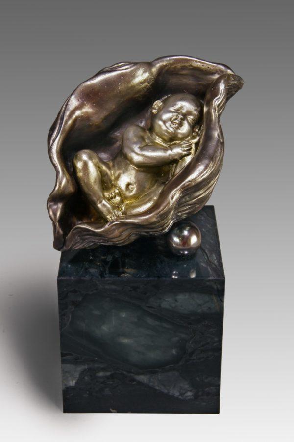 Младенец - подарок родителям новорожденного