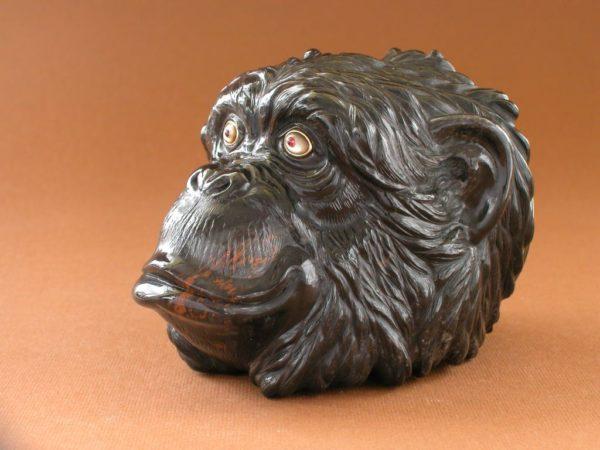 Шкатулка-обезьяна из обсидиана