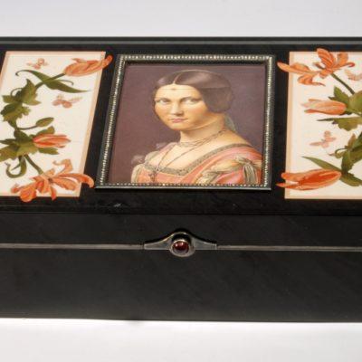 Шкатулка с портретом