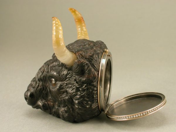 Зубр-шкатулка с бриллиантами
