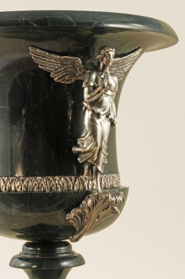 Ваза из яшмы и серебра Ангелы