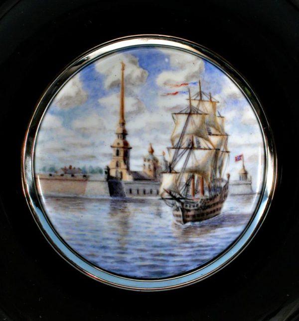 Тарелка из обсидиана Виды Петербурга